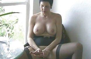 اپراتور دوربین را روی سکس مخفی در حمام میز قرار داده و اجازه دهید یک مدل خورد دیک, که برای اولین بار به فیلم این سبک آمد