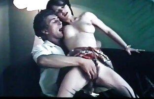 برهنه, فیلم های سکسی دوربین مخفی دختر می ایستد در برابر سرطان و به نظر می رسد در یک عکس خانوادگی حلق آویز بر روی دیوار و عاشق fucks در پشت