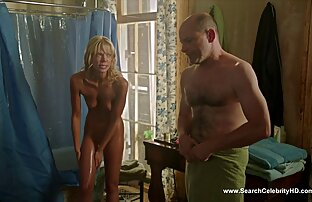 مرد فقیر پس از حمله به گلو یک خروس بزرگ با تخم سکس مخفی در حمام مرغ های کوچک ، غدد متورم شده است