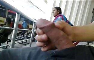 نوازش مقعد از یک عیار با دوربین مخفی فیلم سوپر موهای قرمز چرخاندن آن را به یک گره, پاهای او را از آغاز ارگاسم لرزید